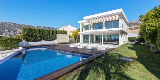 Superior 4 Bed Villa For Sale With Spectacular Views