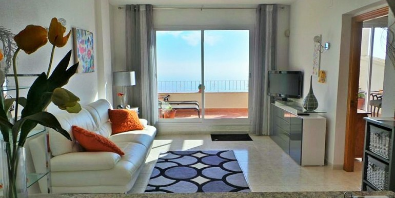 Beautiful 2 Bed Apartment for Sale With Panoramic Sea Views